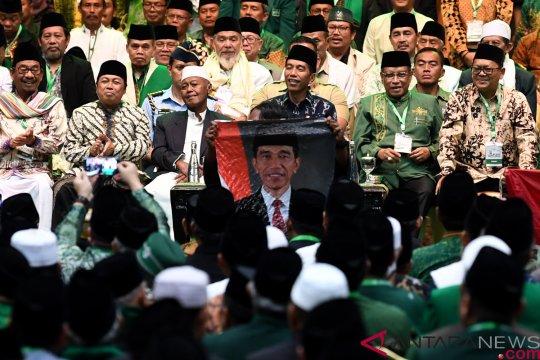 Jokowi janji dorong penyelesaian RUU Pesantren di hadapan massa NU