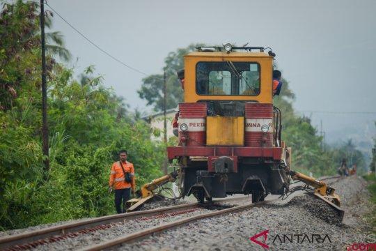 Menhub targetkan reaktivasi jalur kereta api di Jabar selesai 2019