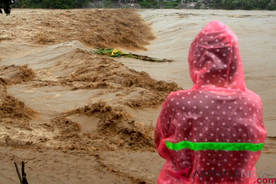 Sungai Jeneberang meluap