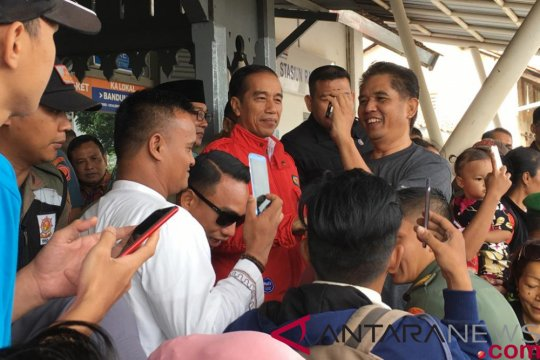 Presiden singgah di Stasiun Rancaekek untuk sapa warga