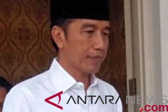 Presiden Jokowi memberikan penghormatan terakhir bagi Eka Tjipta