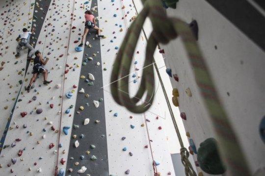 Tiga pasangan langsungkan akad nikah di arena panjat dinding Magelang