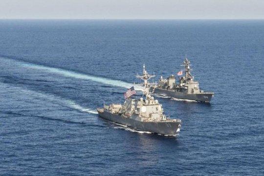 Kapal perang AS berlayar melalui Selat Taiwan pada hari Tiananmen