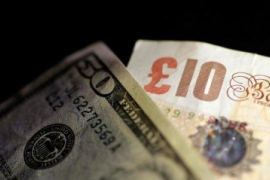 Dolar melemah di tengah penguatan pound sterling