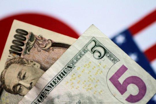 Menguat, dolar ditutup pada paruh bawah 106 yen
