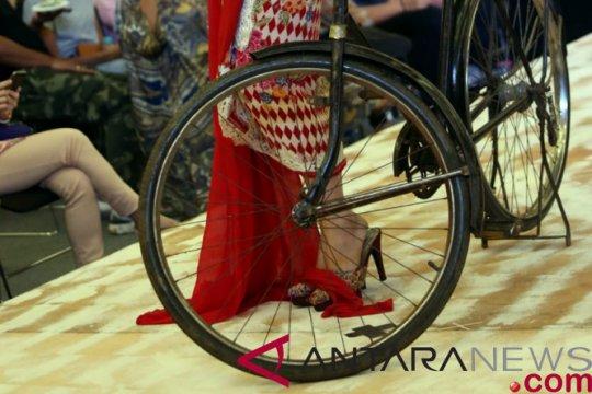 Anne Avantie perkenalkan busana batik di AEON BSD