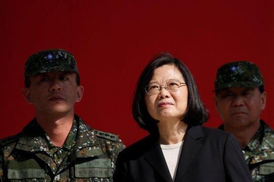 Taiwan kecam Beijing setelah jet-jet China lintasi garis maritim