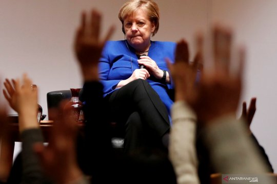 Beda pendapat dengan Trump, Merkel sebut ISIS belum dikalahkan