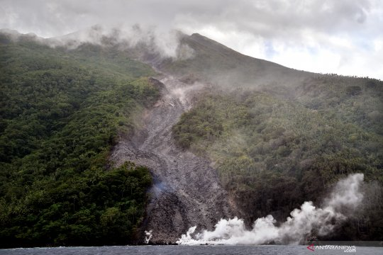 BNPB: 17 KK diungsikan akibat aktivitas Gunung Karangetang
