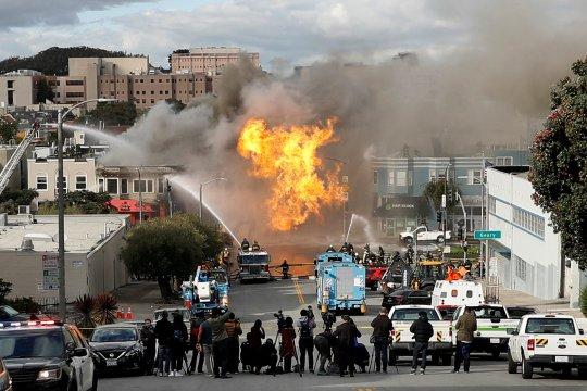"Api ""seperti bom nuklir"" mengamuk di kilang Philadelphia"