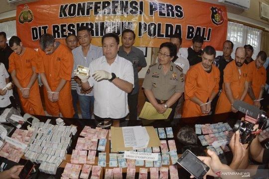 Empat terdakwa asal Rumania diadili di PN Denpasar