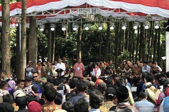 Presiden serahkan sertifikat hingga resmikan alun-alun di Cianjur