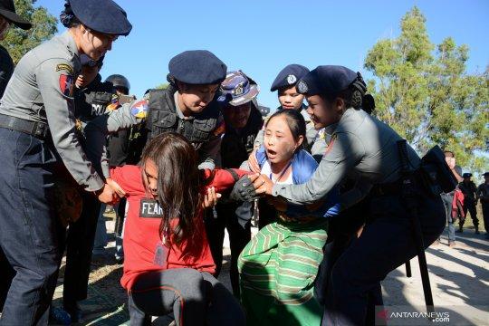Polisi Myanmar tembakkan peluru karet, gas air mata saat demonstrasi