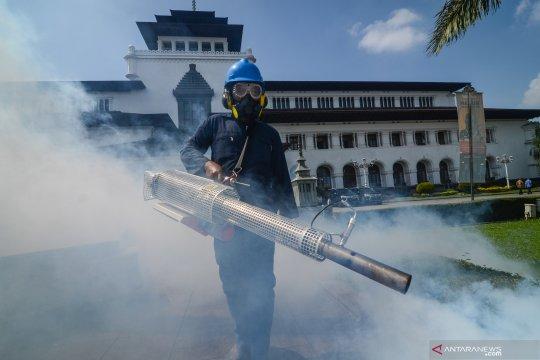 Fogging di Gedung Sate