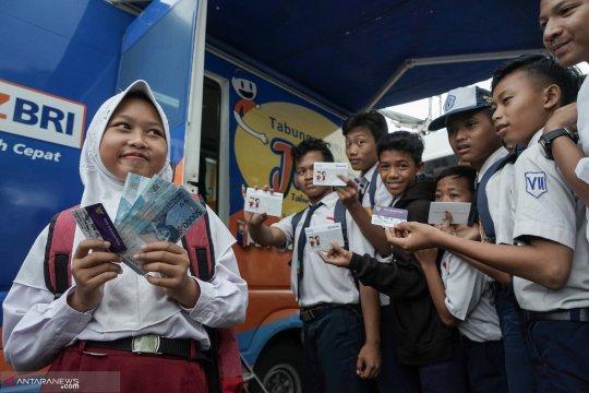 Bantuan Program Indonesia Pintar sudah disalurkan ke 18,1 juta siswa