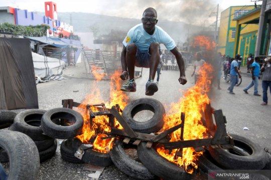 Wartawan Haiti terkena tembakan di pergelangan saat meliput unjuk rasa