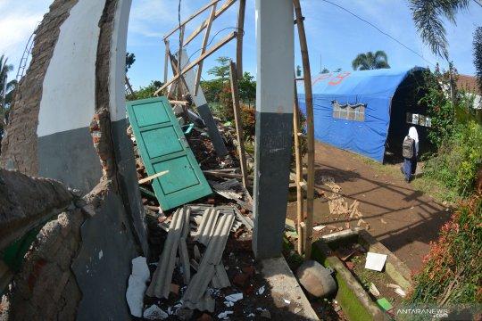 Dampak angin kencang, ribuan rumah di Jember-Lumajang alami padam listrik