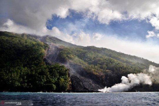 Gunung Karangetang masih luncurkan lava ke arah Kali Pangi