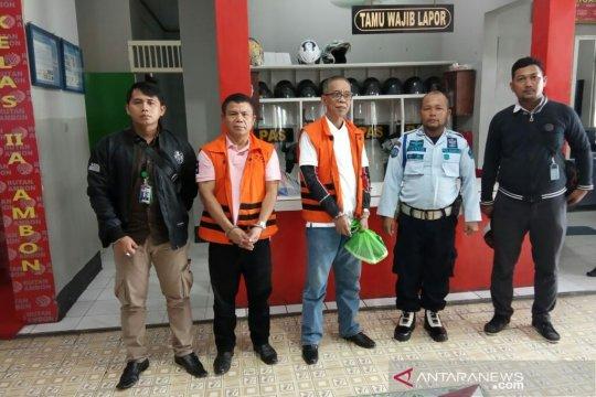 KPK limpahkan berkas-dakwaan dua terdakwa suap pajak ke PN Ambon
