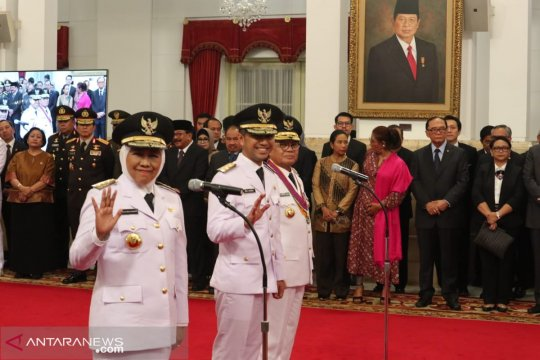 Presiden Joko Widodo lantik Khofifah-Emil sebagai Gubernur-Wagub Jatim