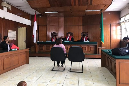 Kasus penggelapan, hakim vonis Debi Laksmi dua tahun penjara