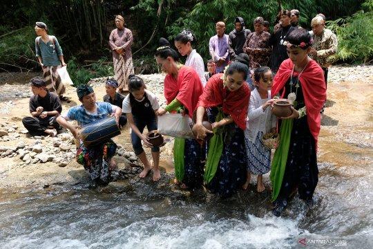 Bersihkan sungai, Komunitas Kali Bersih Kota Magelang kerja bakti bersama warga