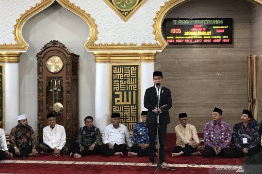 Presiden Jokowi bagikan sertifikat tanah wakaf di Bengkulu