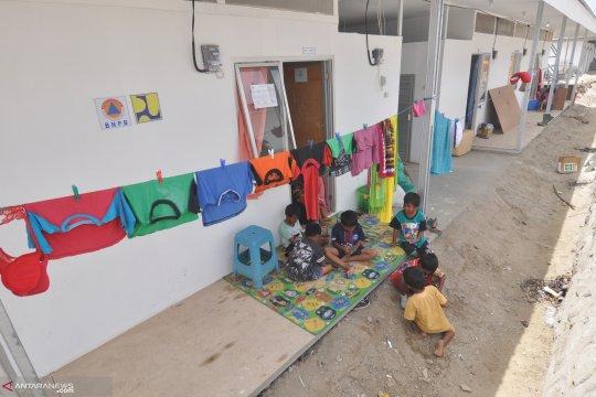 Sejumlah warga korban gempa Sigi memilih bangun rumah darurat