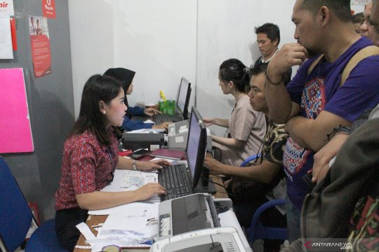 Petugas Bandara Supadio evakuasi Lion Air yang tergelincir