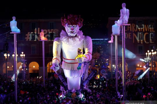 Patung raksasa para pemimpin dunia diarak dalam Karnaval Nice