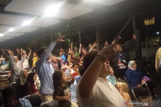 """Posko BPN Prabowo-Sandi semarak dengan """"goyang dua jari"""""""