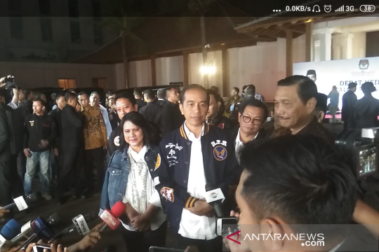 Jokowi persilakan masyarakat menilai debat putaran kedua