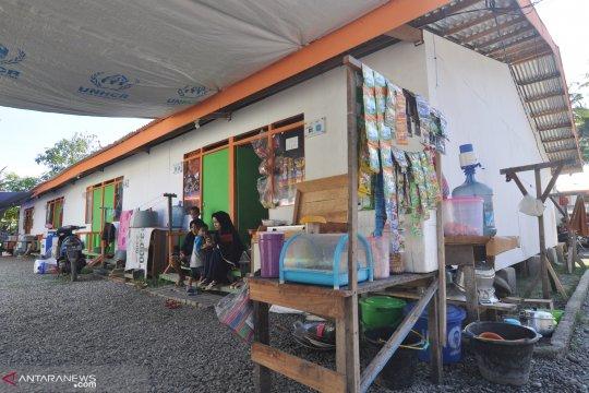 Pengungsi korban gempa dan tsunami tinggalkan tenda darurat