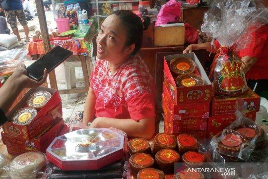 Pedagang sajikan Kue Bulan dan Kerak Telor tandai budaya Tionghoa-Betawi bersatu