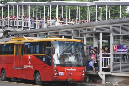 Transjakarta rute Grogol - Kampung Melayu dialihkan malam ini