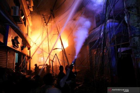 56 orang meninggal akibat kebakaran gudang kimia