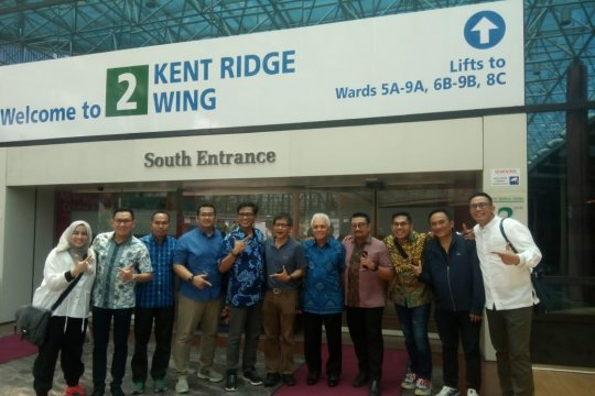 Rocky Gerung dan sejumlah tokoh jenguk Ani Yudhoyono