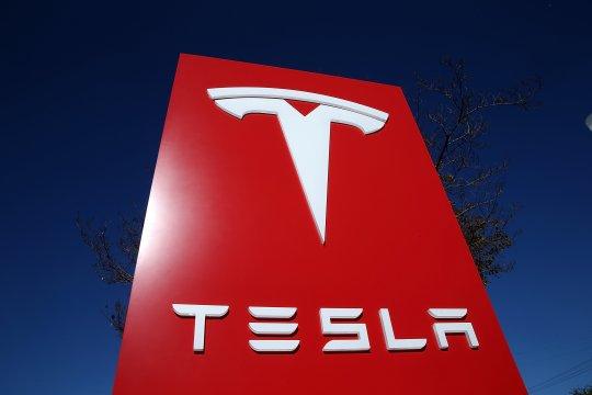 Showroom Tesla di Inggris kebakaran jelang peluncuran sedan Model 3