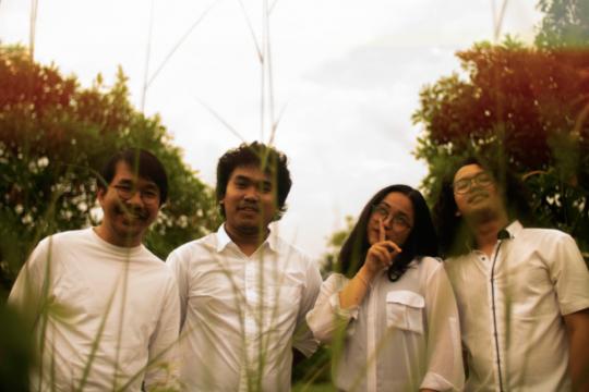 """""""Terpaku Pilu"""", kolaborasi Payung Teduh dengan band indie 90 HP"""