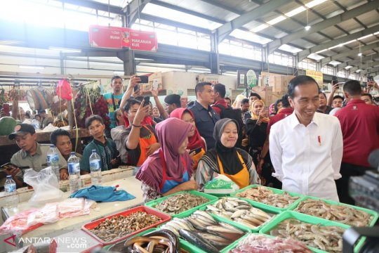 Presiden kunjungi dua pasar dan satu pusat perbelanjaan