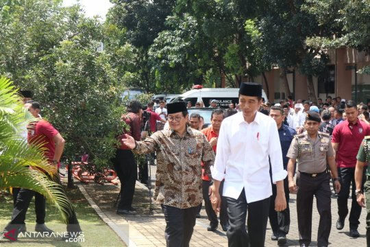 Presiden Jokowi silaturahmi ke kediaman istri Umar Wirahadikusumah