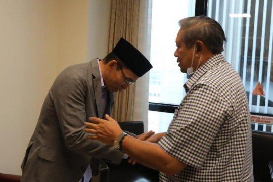 Politisi Golkar Tuan Guru Bajang Jenguk Ani Yudhoyono