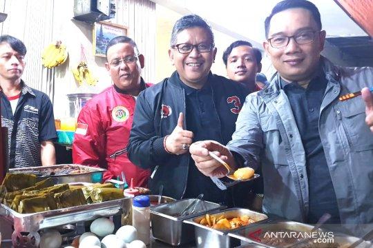 Hasto Kristiyanto-Ridwan Kamil bertemu di warung makan bicarakan pipres