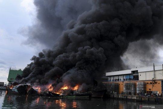 Kebakaran kapal di Muara Baru