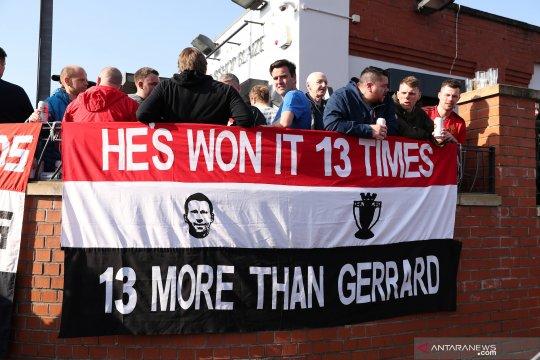 Fans Manchester United desak Solskjaer mengubah lini tengah