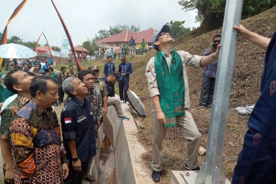 Masyarakat Sawahlunto sambut lampu tenaga surya