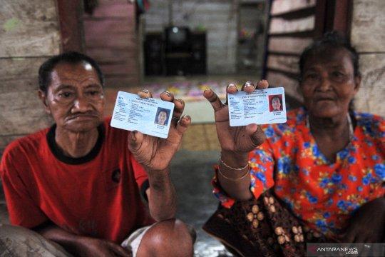 Puluhan warga Suku Anak Dalam Sarolangun rekam KTP-el