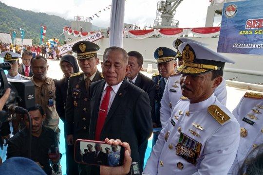 Personel KRI Teluk Lada-521 mulai periksa KM Mina Sejati