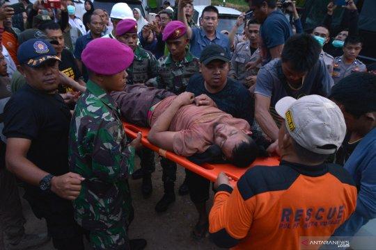 Alat berat buka akses evakuasi korban penambangan emas Bakan