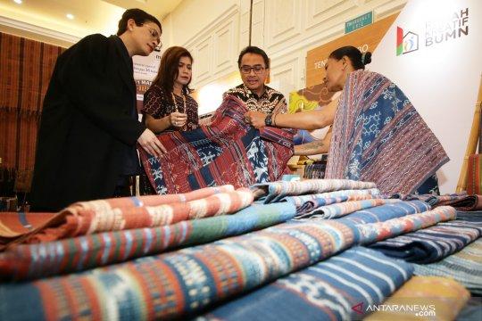 Pembukaan bazar UMKM rumah kreatif BUMN
